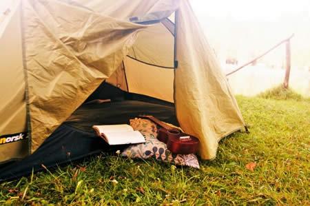 テントでリラックスのイメージ画像
