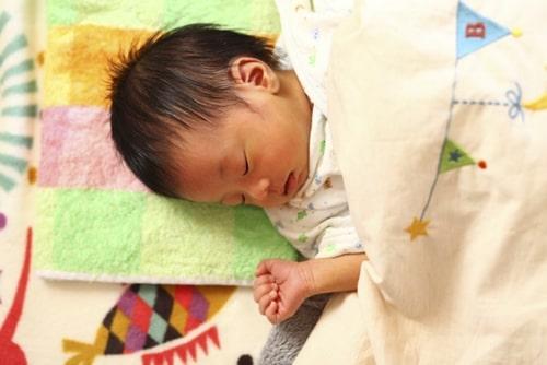 赤ちゃんが寝ている様子