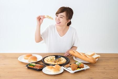 食欲旺盛な女性のイメージ画像