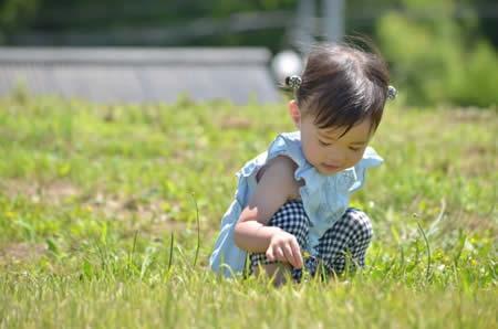 小さな女の子のイメージ画像