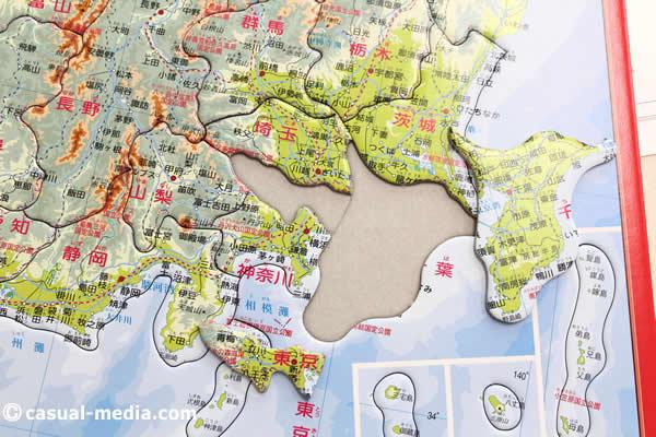 アポロ社ピクチュアパズル日本地図のピースを外した様子