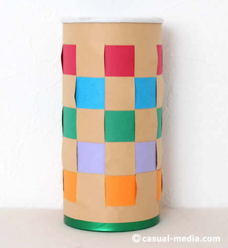 格子編みをチップスターの空き箱工作でペン立てにアレンジ!