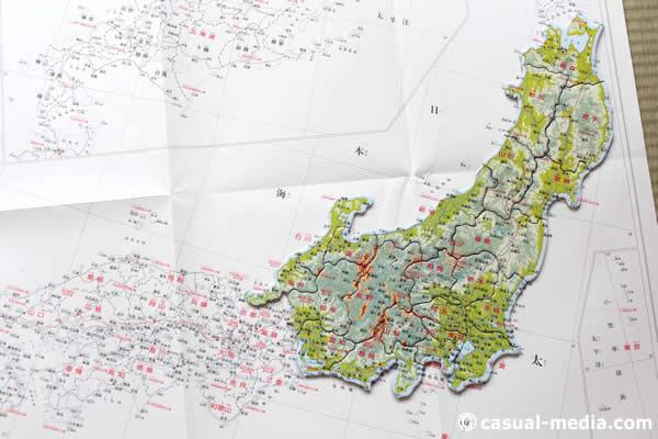 アポロ社ピクチュアパズル日本地図の白地図にパズルを並べてみた